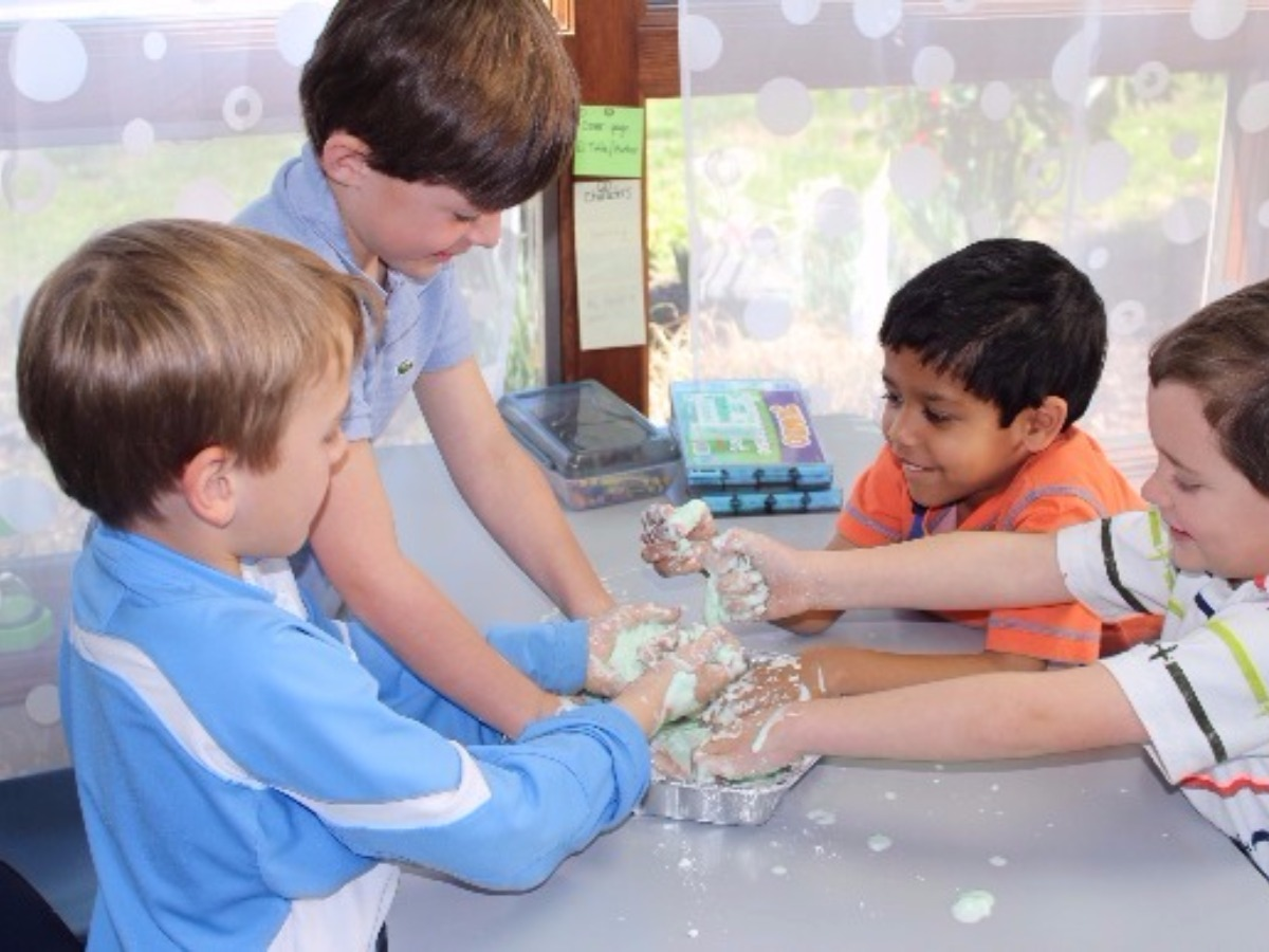 Preschoolers work with flour creations