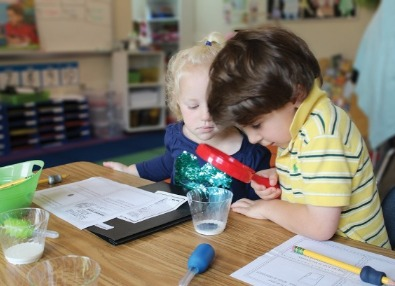 PreK students STEM project magnifying glass milk study
