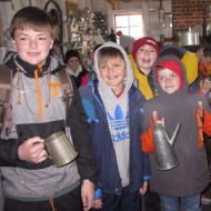students having hot chocolate during the Williamsburg trip