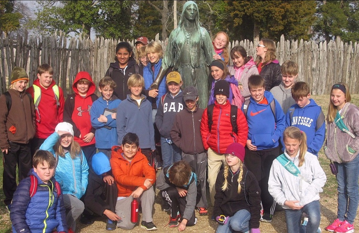 group of 5th grade kids at Williamsburg, Virginia school trip